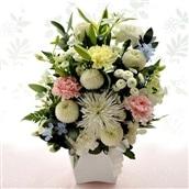 お供え花 お供え清香アレンジ 白に淡い色ミックスの色合い 生花 アレンジメント お悔み お供え 送料無料