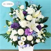 お供え花 お供えアレンジLサイズ 白に青紫系の色合い 生花 アレンジメント 籠花 お悔み お供え 送料無料