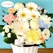 お供え花 お供えアレンジSサイズ 白に淡い色ミックスの色合い 生花 アレンジメント 籠花 お悔み お供え 送料無料
