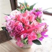 バラのアレンジメント ピンク系 籠花 生花 フラワーギフト 送料無料 誕生日 記念日 お祝い お花