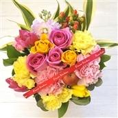 バラのアレンジメント ピンクイエロー系のミックス 籠花 生花 フラワーギフト 送料無料 誕生日 記念日 お祝い お花